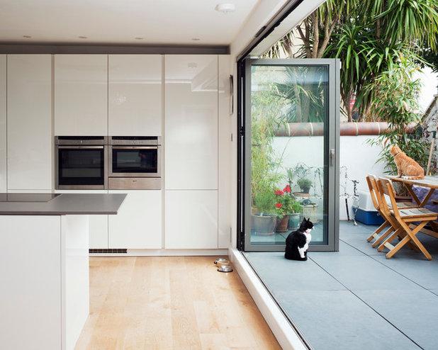 Modern Kitchen by archangels  ARCHITECTS