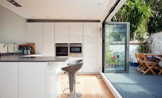 Sleek Modern Kitchen Flush Wall Units