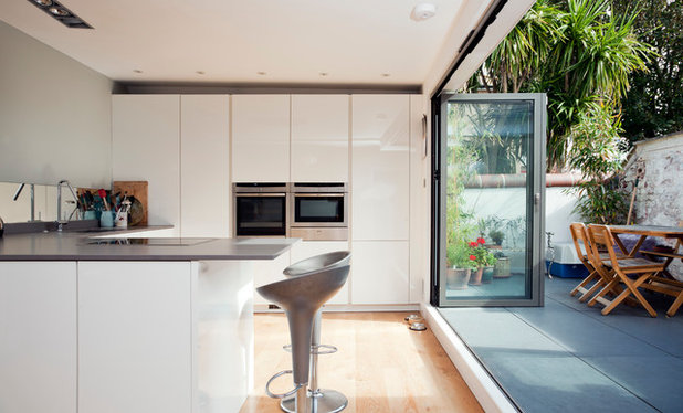Modern Kitchen by ARCH-angels Architects