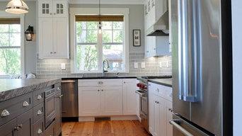 Transitional Coastal Style Kitchen