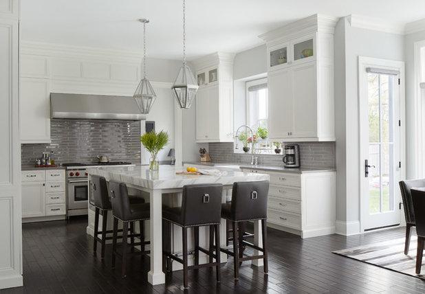 Transitional Kitchen by Schwarz Lewis Design Group, Inc.