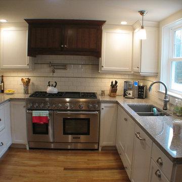 Transitional Farmhouse Style Kitchen