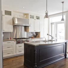 Traditional Kitchen by BiglarKinyan Design Planning Inc.