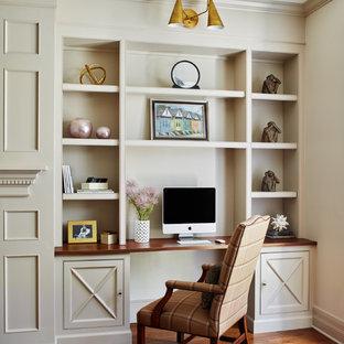 Idee per una grande cucina classica con pavimento in legno massello medio e pavimento marrone