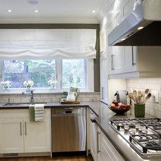 Transitional Kitchen by Gillian Gillies Interiors (GGI)