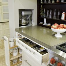 Modern Kitchen by Wildwood Cabinetry