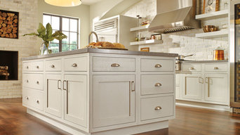 Transitional Kitchen with StarMark Cabinetry