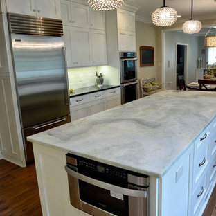 Transitional kitchen pictures - Inspiration for a transitional kitchen remodel in Cleveland