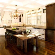 Transitional Kitchen by Somerset Kitchens Inc.