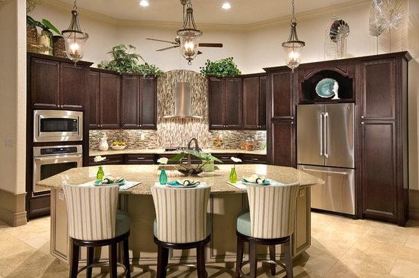 Tropical Kitchen by A Coastal Home LLC
