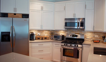 Transitional White Shaker Kitchen