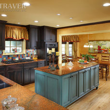 Traditional Kitchen by TRAVER CONSTRUCTION INC.
