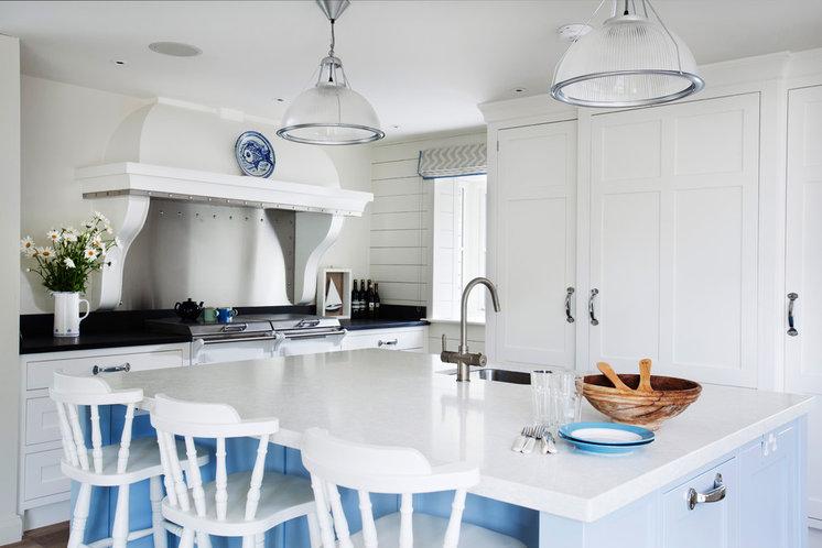 Beach Style Kitchen by Stephen Graver Ltd