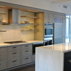 Modern Kitchen by IPD Partners, Inc.