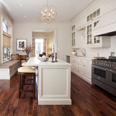 Traditional Kitchen by Laura Hay DECOR & DESIGN Inc.