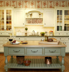 traditional kitchen by Trish Namm, Allied ASID - Kent Kitchen Works