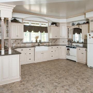 Tropical Brown granite kitchen by LappTops