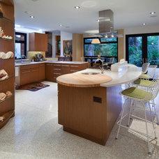 Tropical Kitchen by BARRETT STUDIO architects