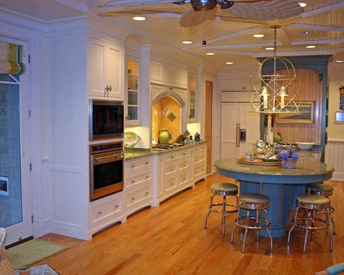kolonialstil k chen mit gelber k chenr ckwand ideen. Black Bedroom Furniture Sets. Home Design Ideas