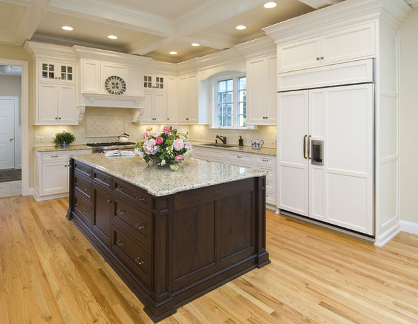 Traditional Kitchen by True North Cabinets