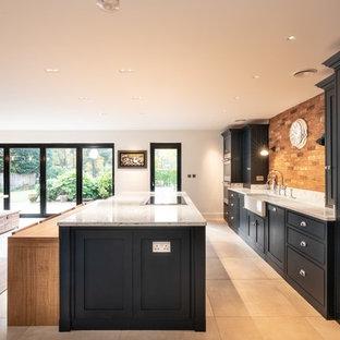 エセックスの巨大なコンテンポラリースタイルのおしゃれなキッチン (エプロンフロントシンク、インセット扉のキャビネット、青いキャビネット、珪岩カウンター、マルチカラーのキッチンパネル、レンガのキッチンパネル、シルバーの調理設備、テラコッタタイルの床、ベージュの床、白いキッチンカウンター) の写真
