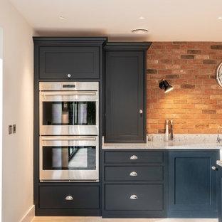 エセックスの巨大なコンテンポラリースタイルのおしゃれなキッチン (エプロンフロントシンク、インセット扉のキャビネット、青いキャビネット、珪岩カウンター、マルチカラーのキッチンパネル、レンガのキッチンパネル、シルバーの調理設備の、テラコッタタイルの床、ベージュの床、白いキッチンカウンター) の写真
