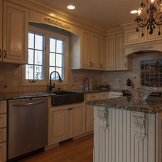 Traditional Kitchen by REJP Interiors