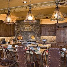 Traditional Kitchen by Ellis Nunn Architects