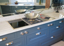 who manufactures the induction hob with control knobs in the cabinets?