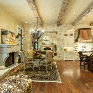 ワシントンD.C.の巨大なトラディショナルスタイルのおしゃれなキッチン (レイズドパネル扉のキャビネット、御影石カウンター、シルバーの調理設備、無垢フローリング) の写真