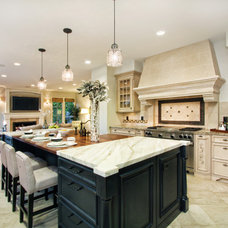 Traditional Kitchen by Design To Sell, by OCRE411