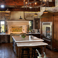 Traditional Kitchen by PLAN CHECK