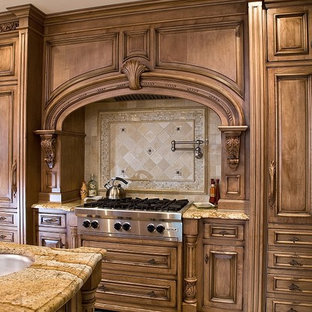 Kitchen - traditional kitchen idea in Newark