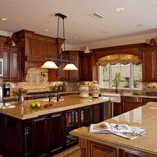 Mediterranean Kitchen by Cambridge Homes, Inc.