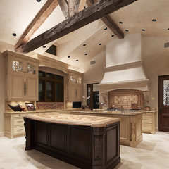 mediterranean kitchen by Taylor Lombardo Architects