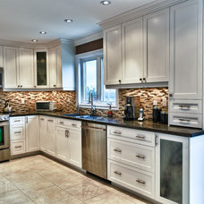 Traditional Kitchen by spaces inc.