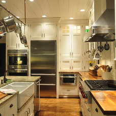 farmhouse kitchen by Mike Smith / Artistic Kitchens