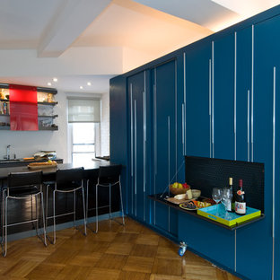 Diseño de cocina moderna con armarios abiertos