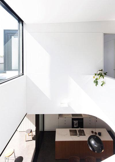 Modern Kitchen by Christopher Polly Architect