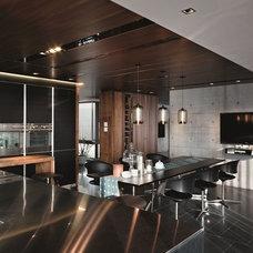 Contemporary Kitchen by LA Leicht