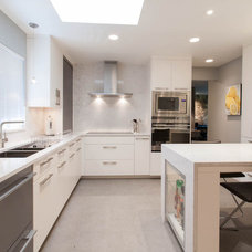 Contemporary Kitchen by Kenorah Design + Build Ltd.