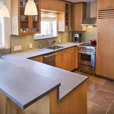 Modern Kitchen by Ben Herzog