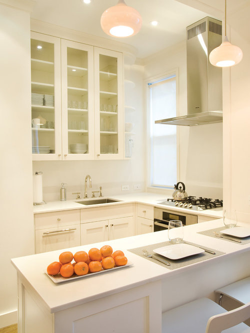 Small kitchen peninsula ideas pictures remodel and decor for Houzz small kitchens