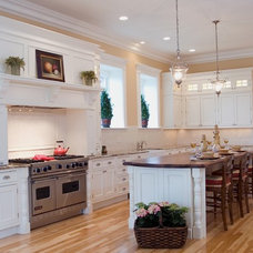Traditional Kitchen by Oasis Architecture