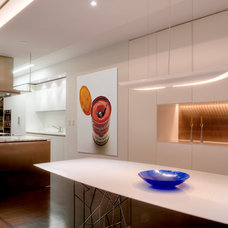 Modern Kitchen by West Chin Architects & Interior Designers
