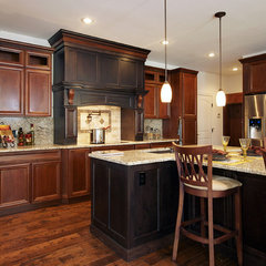 traditional kitchen by Ashleigh Stevens Photography