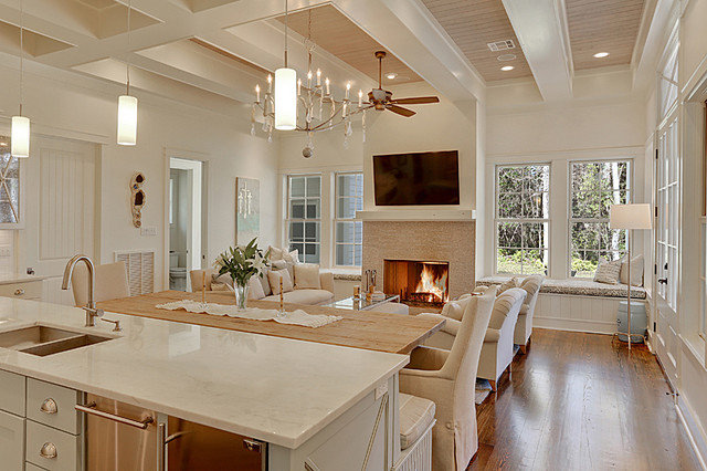 Traditional Kitchen by Maison de Reve Builders LLC
