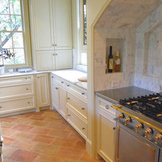 Traditional Kitchen by Bella Cucina