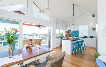 Houzz Tour: New Zealand Beach Home Borrows Boathouse Style
