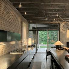Contemporary Kitchen by Suyama Peterson Deguchi